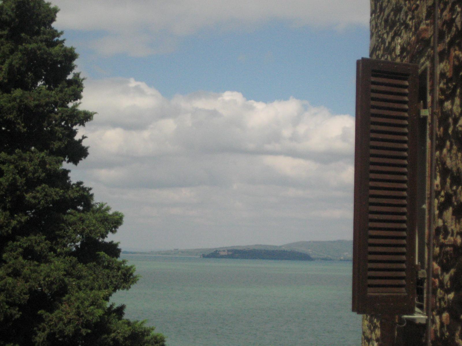 Lago trasimeno maraina in viaggio - Una finestra sul lago ...