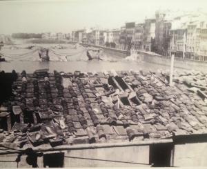 Scene da una distruzione, all'indomani del bombardamento dei ponti di Firenze